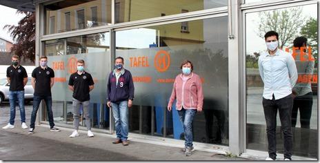 Das Foto zeigt von links im gebührenden Abstand und mit Schutzmasken: Fynn Johannmeyer, Moritz Wiese, Alexander Koch, Wolfhard Feder, Claudia Manousek und Jamal Naji